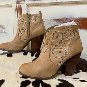 Steve Madden • Studded ankle booties.